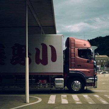 Brytyjskie władze zawieszają opłaty drogowe za ciężarówki