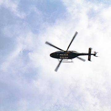 Policja walczy z telefonami za kierownicą – do akcji wkroczyły helikoptery i drony