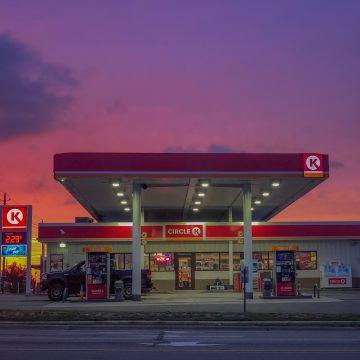 Stacje paliw rywalizują ofertą spożywczą. Największym wybór oferuje PKN Orlen