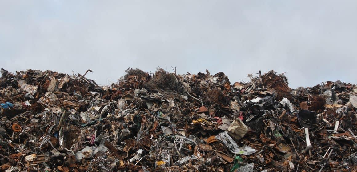 Cuchnący interes. 40 tys. ton niemieckich odpadów trafi do Polski.