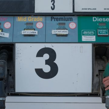 Dobra wiadomość dla kierowców. Restrykcje sprzyjają zniżkom na stacjach.
