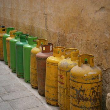 Jak bezpiecznie przewozić butle z gazem? Przepisy i praktyka
