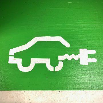 PKN Orlen zaczyna pobierać opłaty za ładowanie samochodów elektrycznych