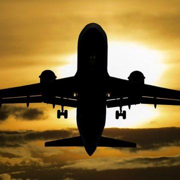 Jak przetransportować samochód drogą lotniczą?