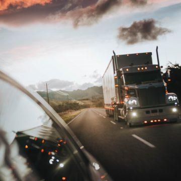 Zakaz dla ciężarówek w lutym i marcu. Przygotuj się na utrudnienia!