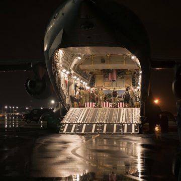 Przeładunek kontenerów na lotnisku – co mówią przepisy?