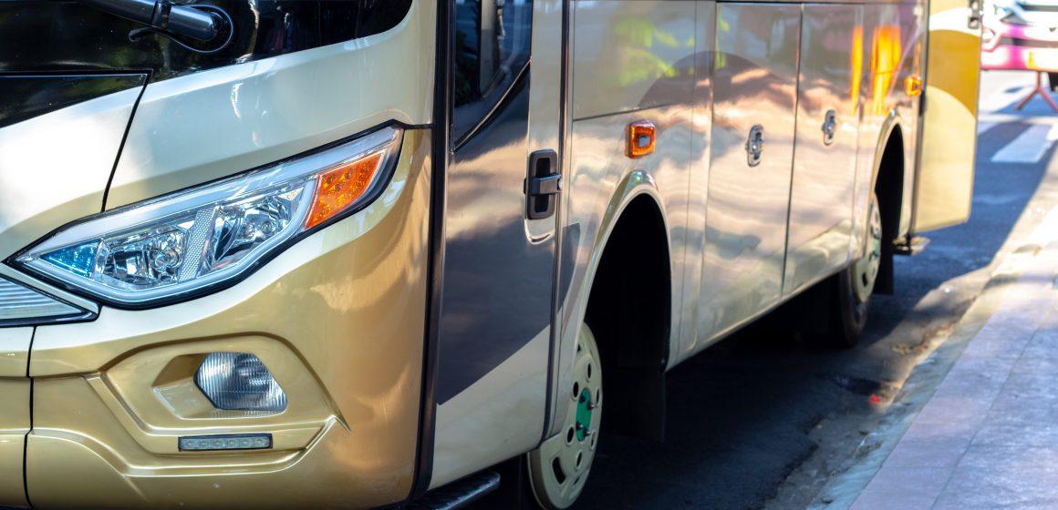 Wypadek na A4. 48-letni kierowca autobusu usłyszał zarzuty