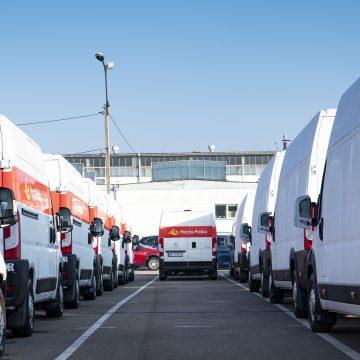 Nowe samochody dla Poczty Polskiej. Czym będą jeździć?