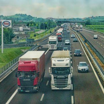 Autostrada A2 miejscem kontrowersyjnego wyścigu ciężarówek [NAGRANIE]