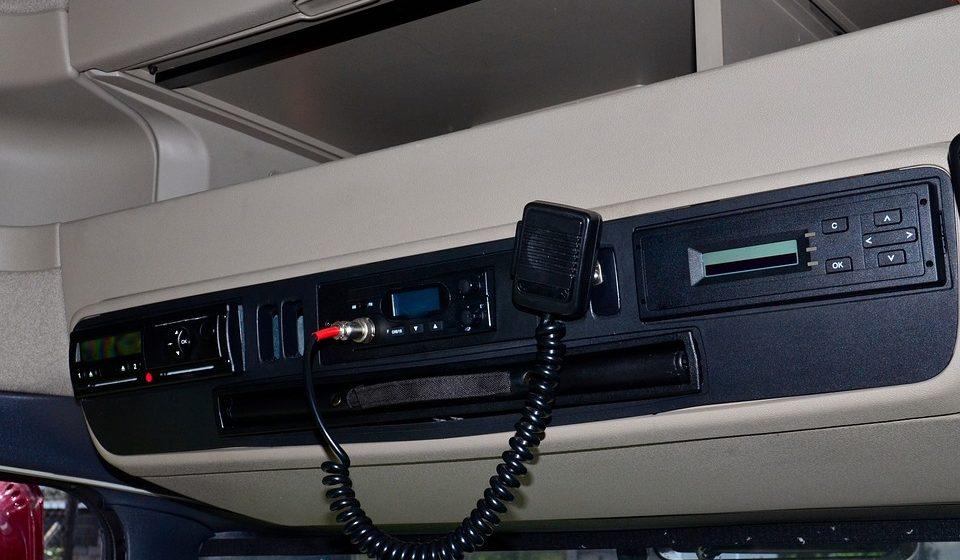 Jak sprawdzić tachograf przed zakupem?