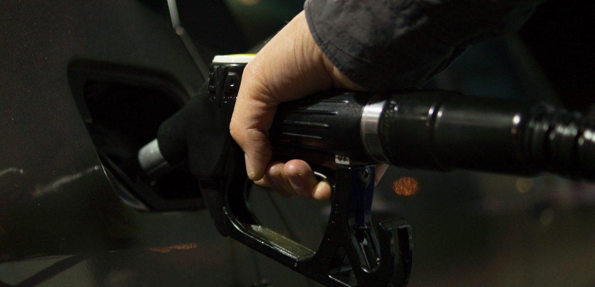 Ceny paliw na polskich stacjach pokonują kolejne granice. Zapłacimy nawet 6 złotych za litr