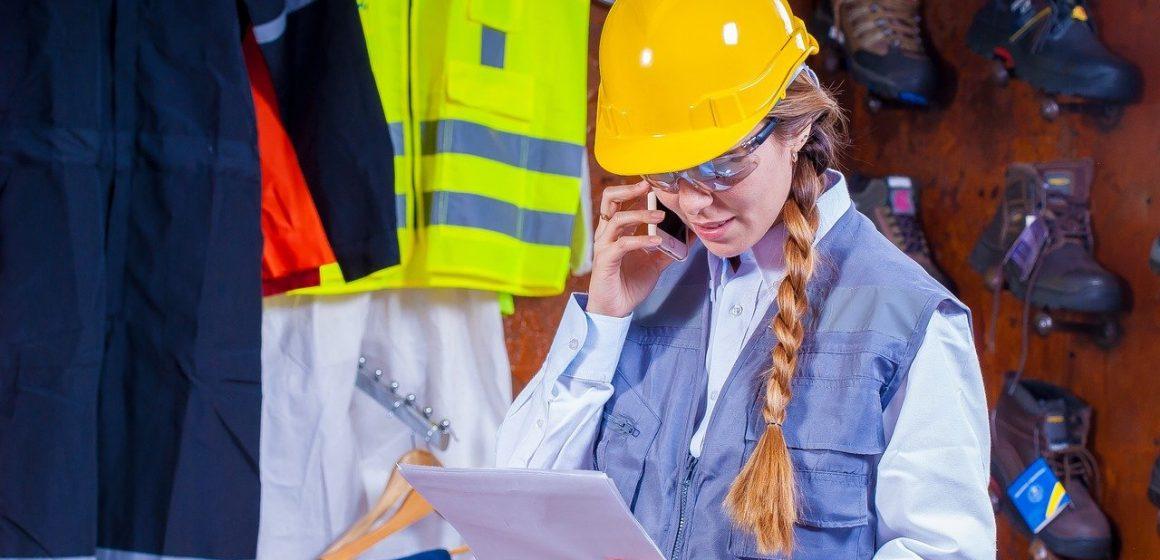 Jak zadbać o bezpieczeństwo pracowników magazynu?