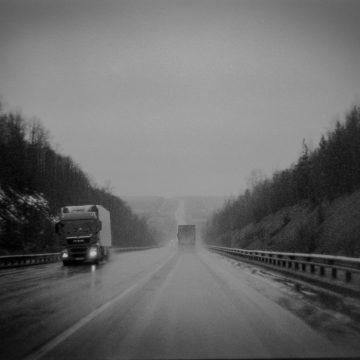 Zakaz ruchu pojazdów ciężarowych w listopadzie — na co uważać?